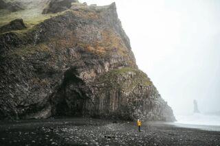 Black Sand Beach, Iceland. 🇮🇸  . . . . . ...................................................................... #iceland #icelandtravel #icelandlove #icelandic  #naturephotography #natureshot #island #exploreiceland #blacksandbeach #reynisfjara #reynisfjarabeach #reynisdrangar #beach #natureaddict #icelandroadtrip #wilderness #schietwetter