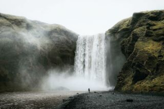 Skógafoss Waterfall, Iceland. 🇮🇸 . . . ..................................................................... #iceland #icelandtravel #icelandlove #icelandic  #naturephotography #natureshot #modernoutdoors #exploreiceland #natureaddict #icelandroadtrip #raw_nordic #inspiredbyiceland #discovericeland #southiceland #ourfotoworld #travelphoto #roamtheplanet #wanderlustmag #naturelover #natureshots #natureaddict #island #traveliceland #neuehorizonte #theoutbound #keepitwild #wanderfolk #fernwehcollective #adventureisoutthere #thegreatoutdoors